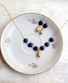 Elegant lapis lazuli and golden pearls set por missbabacilu en Etsy