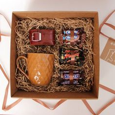 Gifts Diy Birthday Box 16 Ideas For 2019 « Beatiful Gift Simple Gifts, Easy Gifts, Creative Gifts, Homemade Gifts, Diy Birthday Box, Birthday Gifts, Gift Hampers, Gift Baskets, Diy For Men