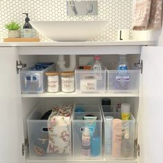 20 Creative Bathroom Organizing Ideas Is your bathroom a mess? These brilliant bathroom organizing ideas will help you declutter your bath and make room for your most used toiletries. Bathroom Sink Organization, Sink Organizer, Small Bathroom Storage, Bathroom Organisation, Creative Bathroom Storage Ideas, Organized Bathroom, Organization For Small Bathroom, Organizing Bathroom Closet, Bathroom Cabinet Storage