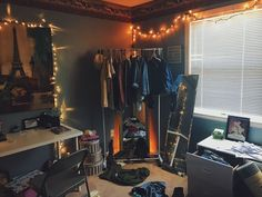 Teen Girl Bedrooms - All about teenage girl room tricks. Teen Girl Bedrooms – All about teenage girl room tricks. Ought to know incredible idea number 346 Messy Bedroom, Trendy Bedroom, Grunge Bedroom, Aesthetic Room Decor, Aesthetic Art, Teen Girl Bedrooms, Blue Bedrooms, Dream Rooms, Cool Rooms
