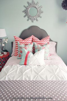 so cute! Great use of patterns in the bedding and I love the color combination. Maybe a little old for Ryleigh with the gray in there but loving the coral and aqua!