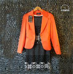 Que tal esse look pra iniciar a semana?  Vestido de jacquard com estampas étnicas. Para iluminar o look ! Laranja é a cor da vez para o inverno 2015!