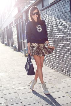 it sporty chic is one of our favorite trends for fall! Daily Fashion, Girl Fashion, Womens Fashion, Preppy Style, My Style, Ladylike Style, Fashion Competition, Style Scrapbook, Fashion Merchandising