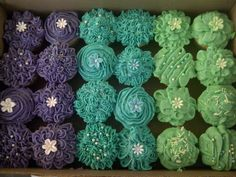 It's such fun playing around with the Betty Crocker 11 piece Icing Kit - but if you don't have one, a piping bag with different nozzles will do...just use plain butter icing, and it works like a charm. These cupcakes were for my cousin's daughter Tyla's TInkerbell Birthday Party