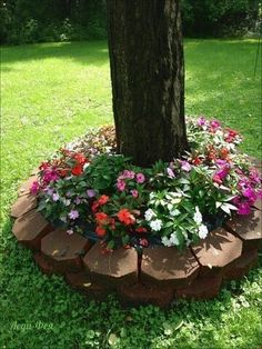 Beautify Your Garden with Landscaping Around Trees - Home & Garden: Inspiring Interior, Outdoor and DIY Ideas Garden Yard Ideas, Garden Trees, Lawn And Garden, Garden Projects, Garden Art, Garden Design, Landscaping Around Trees, Home Landscaping, Front Yard Landscaping