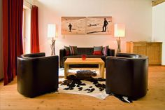 Hotel Kitzhof Mountain Design Resort is an elegant retreat just minutes away from the center of Kitzbühel. Experience contemporary design and tempting cuisine! Hotel Austria, Hotels, Mountain Designs, Ski Chalet, Hotel Reviews, Contemporary Design, Chair, Luxury, Interior