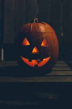 70 Exciting and Creative Halloween Pumpkin Carving Ideas # Retro Halloween, Halloween Prints, Halloween Quotes, Halloween Town, Holidays Halloween, Happy Halloween, Halloween Ideas, Halloween Stuff, Halloween Countdown