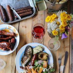 Gårdagens grillmiddag med vänner ❤️ Bra bord. Bra vänner. Bra mat. Magiskt med sommar och super att grilla avokado. 💯 Yesterdays barbecue with friends ❤️💯I Love grilled avocado 💥#lesscarbs #lchf #lowcarb #lavkarbo #lågkolhydratkost #keto #ketosis #ketodiet #food #eatclean #glutenfri #glutenfree #recept #recipe #eko #bbq #fat #sockerfritt #barbecue #grillmat #grillat #knäcke #paleo #grill #glutenfri #glutenfritt