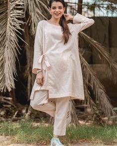 Pakistani Fashion Casual, Pakistani Dresses Casual, Pakistani Dress Design, Casual Dresses, Casual Wear, Long Dress Fashion, Fashion Dresses, Sleeves Designs For Dresses, Dress Designs