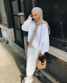 yeppssss, comfy it isssss 🤷��♀� look ; Muslim Women Fashion, Modern Hijab Fashion, Street Hijab Fashion, Hijab Fashion Inspiration, Abaya Fashion, Hijab Street Styles, Outfits Casual, Modest Outfits, Fashion Outfits