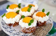 Enkel men ack så god påskbakelse som alla älskar! Cookie Desserts, No Bake Desserts, Delicious Desserts, Swedish Recipes, Sweet Recipes, Cake Recipes, Hygge, Grandma Cookies, Lactation Recipes