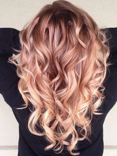 Brilliant Rose Gold Hair Color Ideas Trend 2018 09 The most beautiful hair ideas, the most trend hai Gold Hair Colors, Ombre Hair Color, Cool Hair Color, Blonde Color, Blonde Hair With Red Highlights, Rose Gold Highlights, Beautiful Hair Color, Hair Colours, Winter Hairstyles
