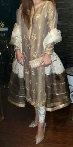 Pakistani Dresses Casual, Pakistani Dress Design, Indian Dresses, Indian Outfits, Wedding Dinner Dress, Desi Wedding Dresses, Stylish Dresses, Fashion Dresses, Dresses For Work