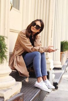 casual : trench + converse
