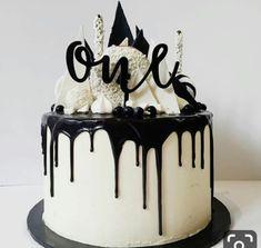 Black and white / Monochrome Party Birthday Drip Cake, White Birthday Cakes, 30th Birthday, Birthday Ideas, Cupcakes, Cupcake Cakes, Beautiful Cakes, Amazing Cakes, Torta Animal Print