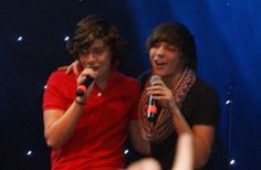 why everyone should ship larry. for the most part, larry is the most popular ship in one direction. although it's the most popular, there are a lot of people who remain unconvinced. Larry Stylinson, Harry Styles Memes, Mutual Respect, Best Love Stories, Louis And Harry, Louis Williams, Harry Edward Styles, Best Couple, Louis Tomlinson