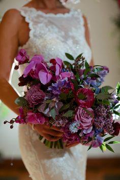 Elegant Purple Wedding Inspiration with a Regal Touch - Purple classic wedding bouquet Purple Bouquets, Purple Wedding Flowers, Lilac Flowers, Floral Wedding, Wedding Colors, Plum Wedding, Autumn Wedding, Lavender Bridesmaid Dresses, Bridesmaid Bouquet