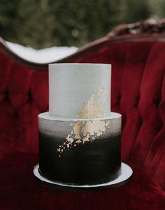 black and gold brush wedding cake #weddingcakeideas #modernweddingcake #blackweddingcake #goldweddingcake