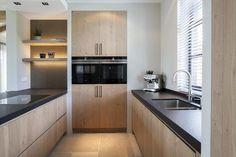 Keuken eiken met zwarte accenten - Wood Creations