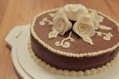 Chocolate cake with white roses.