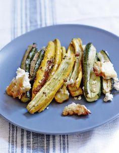Roasted zucchini with feta – ELLE Veggie Recipes, Cooking Recipes, Healthy Recipes, Juice Recipes, Food Porn, Salty Foods, Queso Feta, Comfort Food, Gourmet