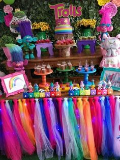 Cute inspiration for a Trolls themed party. Trolls Birthday Party, Troll Party, 4th Birthday Parties, Birthday Fun, Birthday Party Decorations, Birthday Ideas, Poppy Party Ideas, Princess Poppy, Birthdays