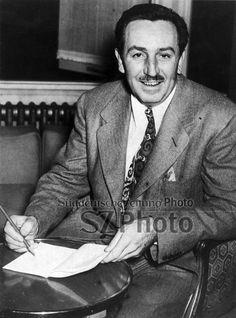 Walt Disney at his London hotel, 19 November 1946. National Media Museum/SSPL/Süddeutsche Zeitung Photo