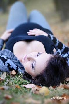 sesje brzuszkowe w plenerze_najlepszy fotograf w warszawie_polecany fotograf w piasecznie_sesje ciążowe w plenerze_jesienne zdjęcia ciążowe_jesienne fotografie brzuszkowe_polecany fotograf ciążowych_parzuchowscy_ciaza_002