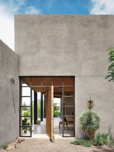 The Hardt Marfa Texas Architecture 77 The 7 Most Fire Modern To Rustic Houses Yo… – Rustic House Stucco Homes, Stucco Exterior, Stucco Walls, Exterior Design, Stucco Interior Walls, Ranch Exterior, Exterior Shutters, Wall Exterior, Cottage Exterior
