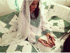 Gallery - Henna By Cocolily Morrocan Henna, Moroccan Caftan, Hijabi Wedding, Wedding Dresses, Eid Mehndi Designs, Wedding Henna, Henna Party, Moroccan Wedding, Beautiful Bride