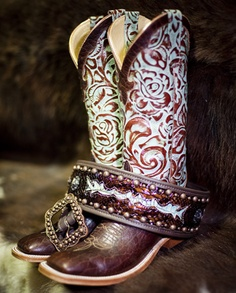 Gorgeous cowboy girl boots for the modern women. Are you searching for cowgirls boot or cheap cowgirl boot. See the website just click the bar for even more information ~ Best cowboy girl boots Estilo Cowgirl, Cowboy And Cowgirl, Cowgirl Style, Cowgirl Boots, Western Style, Mode Country, Country Girls, Western Wear, Western Boots
