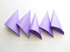 Find out how to fold the origami kusudama morning dew by Makoto Yamaguchi. The resulting kusudama flower looks like a star anise! Morning Dew, Origami Instructions, Flowers, Royal Icing Flowers, Flower, Florals, Bloemen, Blossoms