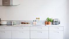 Picky Living, custom ordered doors to Ikea cabinets. Carrara marmor