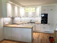 Biel zawsze będzie do nas wracać. Jest ponadczasowa, pasuje do każdego wnętrza i daje duże możliwości aranżacyjne. Z drewnem komponuje się najlepiej #kadawnetrza #mebleniedlakazdego #kuchnia #bialakuchnia #realizacja #montaż #projektowaniemebli #projektkuchni #biel #drewno #blum_polska #aquafront #kitchen #kitchendesign #design #designfurniture #newproject #kücheninspiration #küchen #möbel #küchenmöbel #white #whitekitchen #kadawnętrza #lubuskie #zielonagora Kitchen Cabinets, Home Decor, Decoration Home, Room Decor, Cabinets, Home Interior Design, Dressers, Home Decoration, Kitchen Cupboards