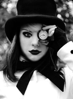 this looks like a mix up of clockwork orange and alice in wonderland and i love it #makeup