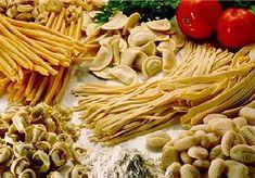Massas Frescas Ravioli, Pub Food, Bologna, Crepes, Italian Recipes, Health Tips, Pizza, Almond, Spices