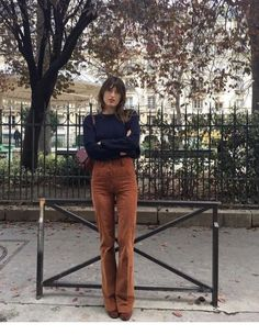 Jeanne Damas: Elements of Style - faraway places Fashion Mode, 70s Fashion, Look Fashion, Girl Fashion, Fashion Outfits, Fashion Vintage, Modern Fashion, Fashion Ideas, Girls Fall Outfits
