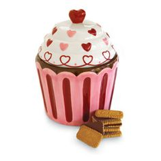 cookie jar.... I really really want this. I LOVE cupcake stuff