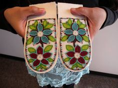 Beaded slippertops design by S.Vittrekwa beaded by me. Native Beading Patterns, Beadwork Designs, Native Beadwork, Native American Beadwork, Beaded Moccasins, Bead Sewing, Nativity Crafts, Sewing Leather, Pony Beads