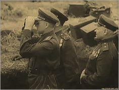 К. К. Рокоссовский (с биноклем) и члены Военного совета ведут наблюдение за началом боя. Сражение за Гомель, 1943 г.