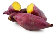 also known as Japanese sweet potatoes or Japanese yams,Japanese sweet potatoes (Ipomoea batatas) These types feature pink to dark purple skin with creamy golden flesh. Japanese sweet potato flesh tends to be much drier than the orange-fleshed . Japanese Sweet Potato, Japanese Diet, Sweet Potato Slips, Yam Or Sweet Potato, Sweet Potato Health Benefits, Growing Sweet Potatoes, Carb Cycling Diet, Fitness Bodybuilding, Eating Clean