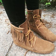 Double Fringe Tramper Boot Minnetonka Moccasin Just wish these came in a womens size 12 Fringe Moccasin Boots, Fringe Boots, Bootie Boots, Shoe Boots, Ankle Boots, Crazy Shoes, Me Too Shoes, Botas Boho, Estilo Gossip Girl