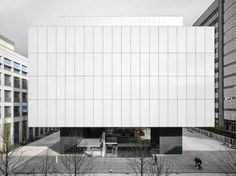 Translucent glass facade of the Fabrikstrasse 10 at the Novartis Campus in Basel by Japanese architect Yoshio Taniguchi. Photo by Johannes Marburg. Minimal Architecture, Japanese Architecture, Facade Architecture, School Architecture, Contemporary Architecture, Basel, Translucent Glass, Glass Facades, Small Buildings