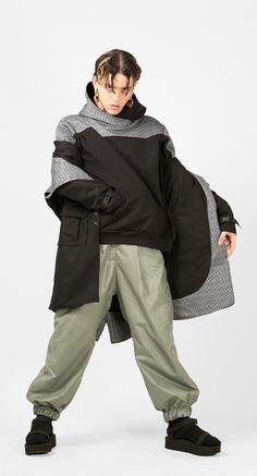 Sudadera online Kabuki Parka GRN para hombre. Ropa y accesorios de Arteporvo, fabricadas en algodón de alta calidad y hecho en #Barcelona por #arteporvo #moda #urbanfashion #fashion #rave #arte #design #fashiondesign #hombre #men - https://arteporvo.com/ropa-accesorios/kabuki-parka-grn/
