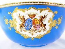 Large coupe en porcelaine de sèvres . XIX ème siecle .Blasons  / Armoiries
