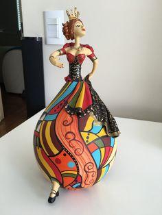 bailarina-rainha-feita-em-cabaca-e-swarovski-da-atista-bapi-D_NQ_NP_317811-MLB20634740836_032016-F.jpg (900×1200)