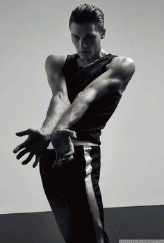 Germain Louvet y Hugo Marchand para Numéro Homme por Jacob Sutton Action Pose Reference, Pose Reference Photo, Body Reference, Action Poses, Male Ballet Dancers, Ballet Poses, Photography Poses For Men, Photoshop Photography, Germain Louvet
