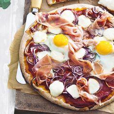 Recept - Pizza met ham, ui en ei - Allerhande