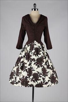 https://www.etsy.com/fr/listing/169005060/robe-vintage-des-annees-1950-brun-ivoire?ref=shop_home_active_19