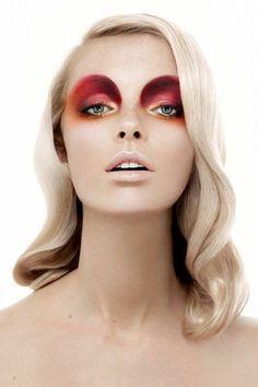 choisir le meilleur maquillage artistique pour les filles blondes yeux bleus